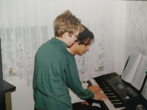 Daniel Schramm mit Onkel Reno am Keyboard